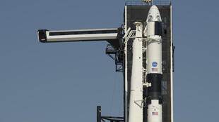 Crew Dragon sur une fusée Falcon 9 de SpaceX, le 21 mai 2020 au centre spatial Kennedy en Floride
