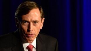 David Petraeus, ancien directeur de la CIA, mise sur une stratégie qui a déjà fait ses preuves par le passé en Irak.