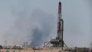 Columnas de humo salen de las instalaciones de Aramco en Abqaiq, en el occidente de Arabia Saudita. 14 de septiembre de 2019.