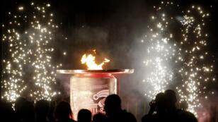 Vista de la llama bolivariana durante la ceremonia de clausura en Santa Marta, Colombia, celebrada el 25 de noviembre.