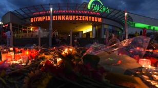 Un mémorial en hommage aux victimes de la tuerie de Munich, devant le centre commercial où elle a eu lieu le 22 juillet.