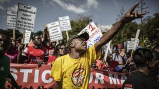 La manifestation a rassemblé plusieurs milliers de personnes à Johannesburg, jeudi 23 avril 2015.