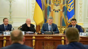 El presidente de Ucrania, Petró Poroshenko, preside una reunión con miembros del Consejo de Seguridad Nacional y Defensa en Kiev, Ucrania, el 26 de diciembre de 2018.