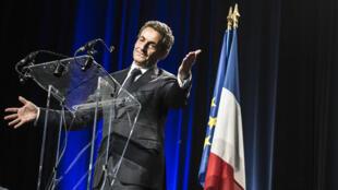 Le bureau politique de l'UMP, présidé par Nicolas Sarkozy, va soumettre au vote des adhérents la décision de l'ancien chef de l'État de changer le nom du parti.