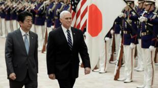 El vicepresidente de Estados Unidos, Mike Pence, fue recibido por el primer ministro, Shinzo Abe, a su llegada a Japón
