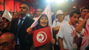 """Des militants de Nidaa Tounès assistent au """"meeting du Sahel"""" de Béji Caid Essebsi à Sousse, le 22 octobre."""