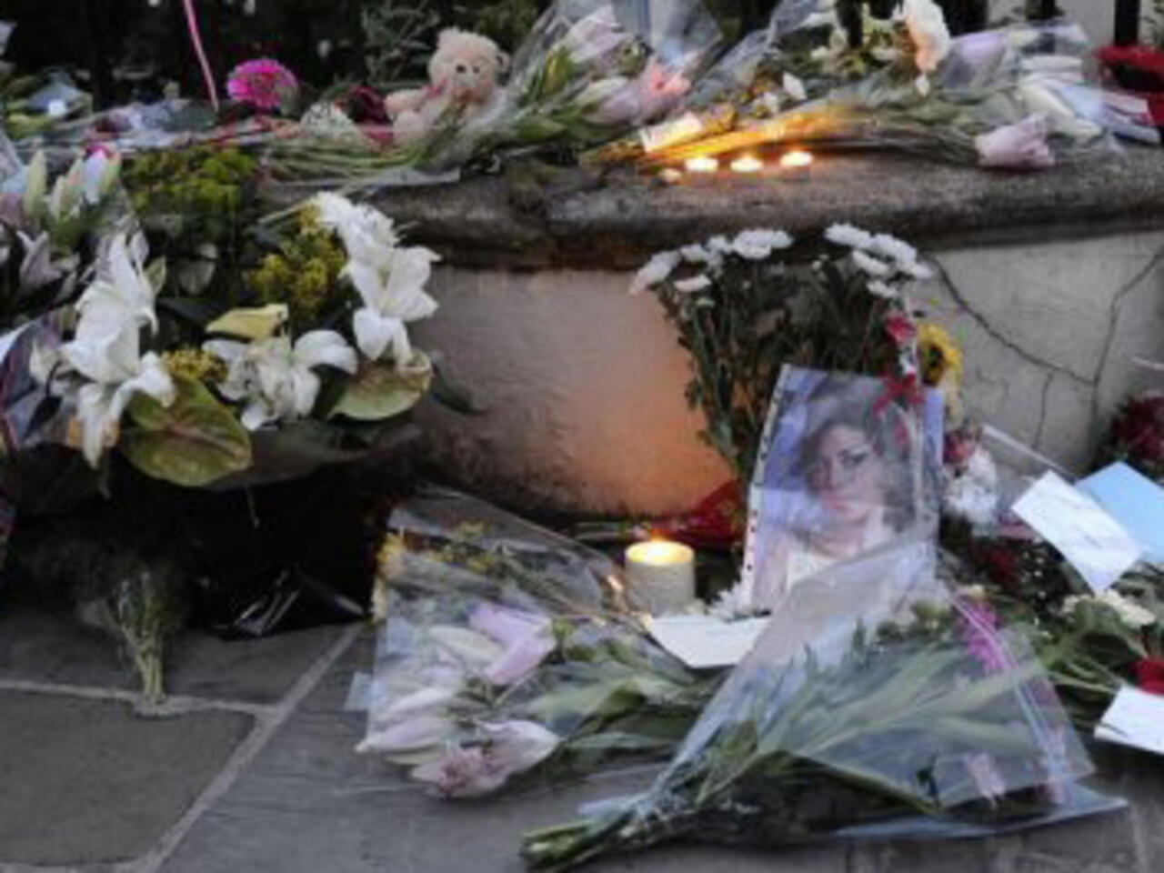 Winehouse Autopsy Fails To Identify Cause Of Death