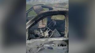 Los restos quemados de un vehículo que transportaba a una familia mormona que vivía cerca de la frontera con EE. UU., después de que la familia fuera atrapada en un fuego cruzado entre pistoleros desconocidos de carteles rivales, en Bavispe, Sonora, México, 4 de noviembre de 2019.