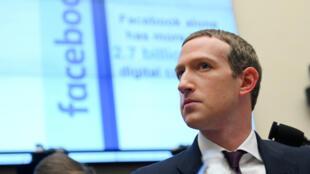 Imagen de archivo: Mark Zuckerberg, presidente y CEO de Facebook, testifica en una audiencia del Comité de Servicios Financieros de la Cámara de Representantes en Washington, EE. UU., el 23 de octubre de 2019.