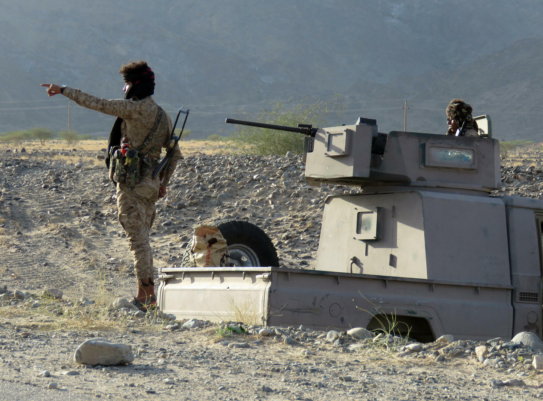 مقاتلون من القوات الحكومية اليمنية في موقع في منطقة الجوبة شمال شرق محافظة مأرب في 23 تشرين الاول/اكتوبر 2021