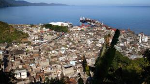 Mayotte confinée en pleine canicule, particulièrement sensible dans les bidonvilles, pour enrayer l'épidémie de Covid-19