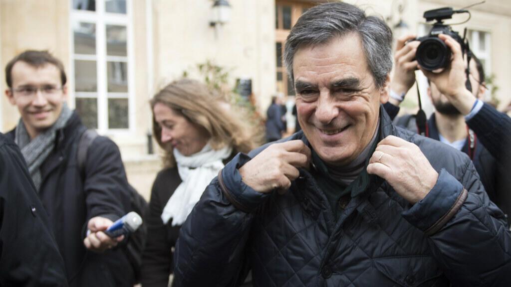 D'après des résultats partiels, François Fillon serait largement en tête du premier tour de la primaire de la droite.