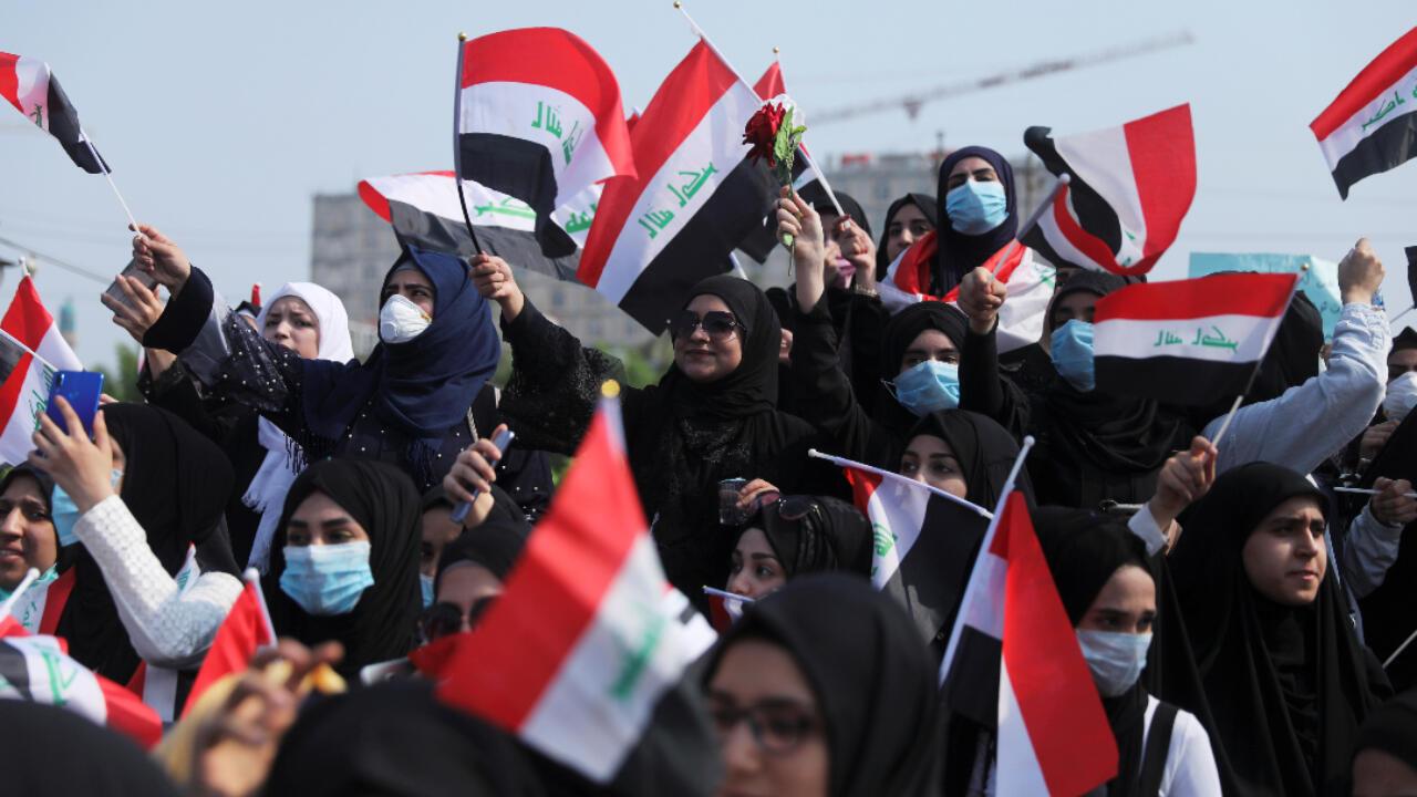 Des manifestantes mobilisées, lundi 28 octobre, à Kerbala, dans le centre de l'Irak.