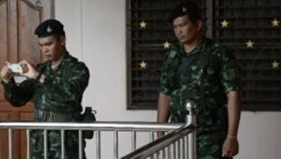 قوات تايلاندية خلال مداهمة في ضواحي بانكوك في 30 آب/أغسطس 2015