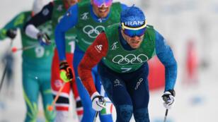 Le skieur français Maurice Manificat, médaillé de bronze avec ses partenaires Jean-Marc Gaillard, Clément Parisse et Adrien Backscheider, lors du relais de ski de fond (4x10 km) des Jeux de Pyeongchang, le 18 février 2018.
