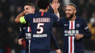 Marco Verratti (g), Marquinhos (c) et Neymar après un but pour le PSG contre Bordeaux, le 23 février 2020 au Parc des Princes