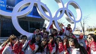 متطوعون في تنظيم الألعاب الأولمبية الشتوية في بيونغ تشانغ