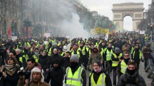 """احتجاجات حركة """"السترات الصفراء"""" في باريس 16 فبراير/شباط 2019."""