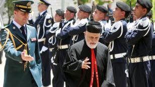 L'ancien patriarche maronite, Nasrallah Boutros Sfeir, arrivant au palais présidentiel à Baabda pour un rassemblement religieux entre chrétiens et musulmans, le 24 juin 2008.