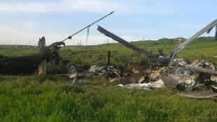 حطام مروحية أسقطتها القوات الأرمينية في ناغورني قره باغ في 2 نيسان/أبريل 2016