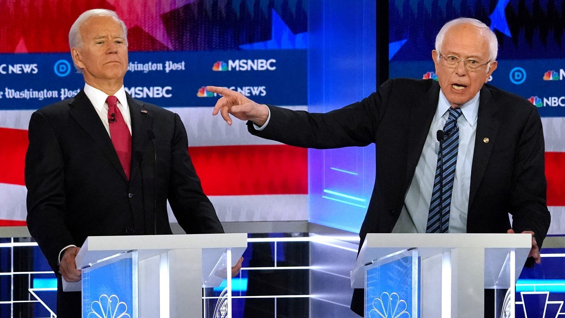 بيرني ساندرز (يمين) وجو بايدن (يسار) في مناظرة تلفزيونية، 20 نوفمبر/تشرين الثاني 2019.