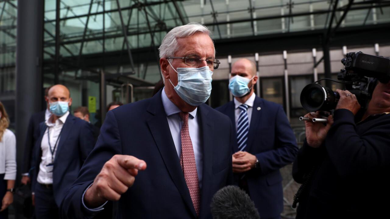 El negociador por parte de la Unión Europea, Michael Barnier, sale de la reunión en Londres, Reino Unido, tras la negociación sobre el acuerdo final del Brexit, el 10 de septiembre de 2020.