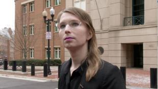 Chelsea Manning devant le tribunal d'Alexandria, en Virginie, le 8 mars 2019.