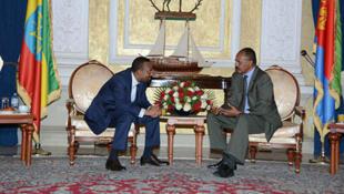 El presidente de Eritrea, Isaias Afwerki, y el primer ministro de Etiopía, Abiy Ahmed, durante su encuentro en Asmara. 8 de julio de 2018.