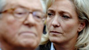 """Jean-Marie Le Pen a dit qu'il """"passerait"""" à l'université d'été du Front national, où il est persona non grata."""