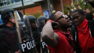 Un manifestant venu réclamer que justice soit rendue pour Freddie Gray, le 25 avril à Baltimore.