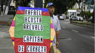 Un militant de l'opposition dans le quartier de Chacao, à Caracas, lundi 1er juillet 2019.