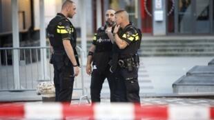 عناصر من الشرطة الهولندية في روتردام