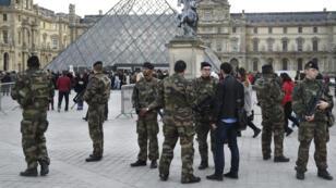 Le Louvre, musée le plus visité du monde, a rouvert ses portes lundi.