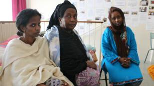 Les Djiboutiennes Fatou Abdallah, 31 ans, Aïcha Dabalé, 58 ans, et Fatou Ambassa, 29 ans (de g. à d.), sont en grève de la faim depuis le 25 mars.