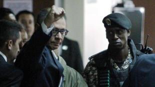 El vicepresidente ecuatoriano, Jorge Glas, reacciona cuando llega a la Corte para asistir a su juicio por soborno de la constructora brasileña Odebrecht, en Quito, Ecuador, el 13 de diciembre de 2017.