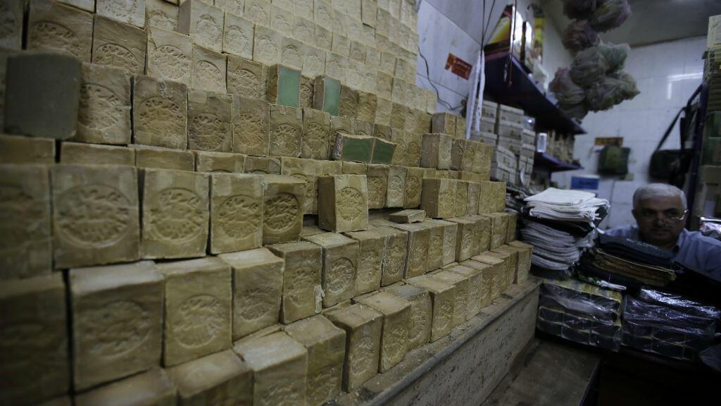 - صابون حلب على رفوف إحدى المحلات في دمشق بسوريا