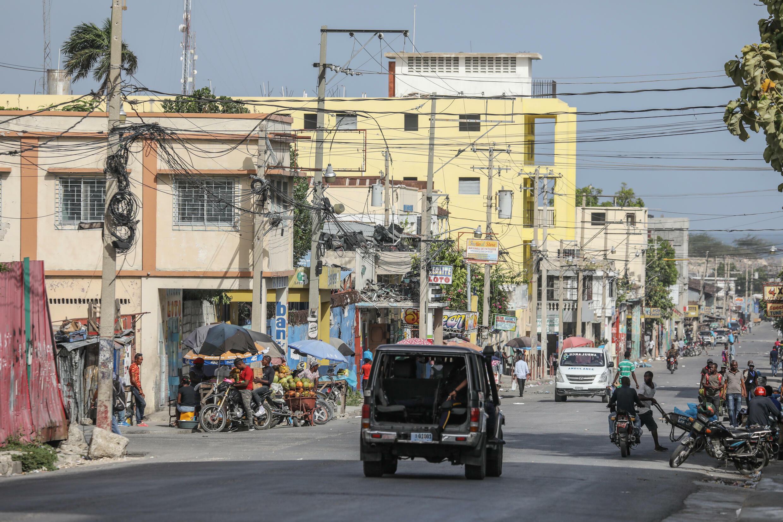 دورية للشرطة في أحد شوارع العاصمة الهايتية بور او برانس في 08 تموز/يوليو 2021 غداة اغتيال رئيسها جوفينيل مويز