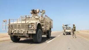 قوات موالية للحكومة اليمنية عند تخوم المخا في 23 كانون الثاني/يناير 2017