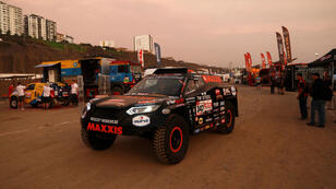 Un participante prueba su vehículo Jefferies and Maxxis, dos días antes del inicio del Rally Dakar, en Lima, el 4 de enero de 2019.