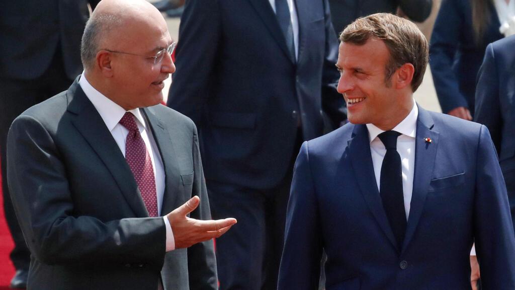 """À Bagdad, Emmanuel Macron affirme son soutien à la """"souveraineté"""" de l'Irak"""