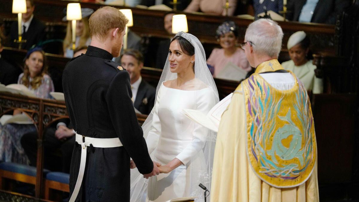 الأمير هاري وزوجته ميغان ماركل في كنيسة القدسي جاورجيوس في ويندسور قرب لندن 2018/05/19