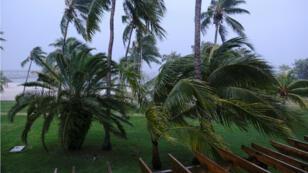 Le vent souffle sur la ville de Marsh Harbour, dans les îles Abacos, aux Bahamas, quelques heures avant le passsage de Dorian.