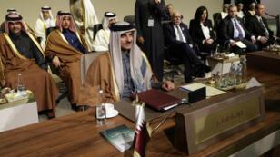 L'émir du Qatar, Tamim bin Hamad al-Thani, participe à un sommet économique régional à Beyrouth, la capitale du Liban, le 20 janvier 2019.