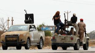 Les forces du gouvernement libyen d'union nationale postionnée près de Syrte.