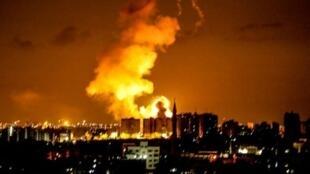انفجار في مدينة غزة بعد غارة إسرائيلية في 18 حزيران/يونيو 2018