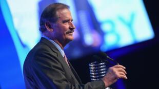 Archivo. El expresidente de México, Vicente Fox, recibiendo el un galardón en la edición número 22 de los Webby Awards. Nueva York, Estados Unidos, el 14 de mayo de 2018.