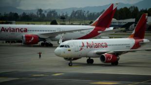 Avión de la aerolínea colombiana Avianca en el Aeropuerto El Dorado de Bogotá. 27 de julio de 2017.