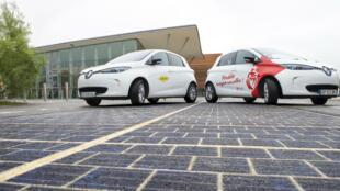 Le groupe Colas prépare Wattway, la route capable de serveur de panneaux solaires.