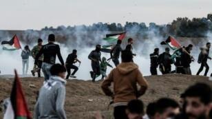 محتجون فلسطينيون على الحدود بين قطاع غزة وإسرائيل 23 تشرين الثاني/نوفمبر 2018