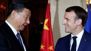 الرئيس الفرنسي إيمانويل ماكرون ونظيره الصيني شي جينبينغ قرب نيس 24 مارس/آذار 2019.